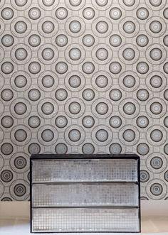 Bisazza - Mosaico Andromeda | Design: Edward Van Vliet | Collezione: Decori | Anno: 2011 | Materiali: Vetro | #design #mosaic #glass | Altre info su: http://pavimenti.internicasa.it/