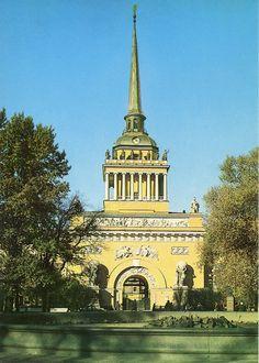 Leningrad, de admiraliteit. Oude postkaart.