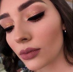 Meet the unique method that has already graduated students makeup Professional Makeup Course Online! Meet the unique method that has already graduated Cute Makeup Looks, Love Makeup, Simple Makeup, Makeup Inspo, Natural Makeup, Makeup Inspiration, Colorful Makeup, Formal Makeup, Glam Makeup