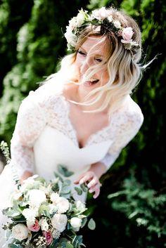 glückliche, lachende Braut, Brautstrauß, Hochzeitsfotografin Birgit Schulz, Salzburg Girls Dresses, Flower Girl Dresses, Salzburg, Blog, Wedding Dresses, Flowers, Fashion, Dress Wedding, Wedding Bride