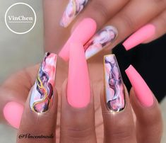 On average, the finger nails grow from 3 to millimeters per month. If it is difficult to change their growth rate, however, it is possible to cheat on their appearance and length through false nails. French Nails Glitter, Fancy Nails, Gold Glitter, Summer Acrylic Nails, Best Acrylic Nails, Nail Summer, Fabulous Nails, Gorgeous Nails, Stylish Nails