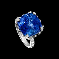 Piaget Limelight Garden Party Ring in 18K white gold, set with 60 brilliant-cut diamonds (approx. 1.51 ct), 4 pear-cut diamonds (approx. 0.31 ct) and a cushion-cut blue sapphire (approx. 15.28 ct).