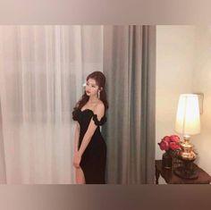 Kpop Girl Groups, Kpop Girls, Sana Minatozaki, Twice Sana, The Girl Who, Nayeon, Asian Beauty, Cool Girl, Strapless Dress