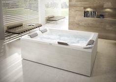 Sharp Extra, où LA baignoire pour bénéficier de l'hydromassage Jacuzzi® à 2! #jacuzzi #baignoire