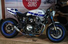 Yamaha Cafe racer Modification white and blue Yamaha Xjr, Xjr 1300, Street Tracker, Aftermarket Parts, Cafe Racer, Motorcycle Bike, Shape Design, Jaguar, Cars And Motorcycles