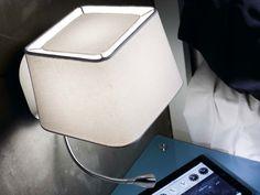 Applique avec liseuse LED en métal et abat jour carré en tissu hauteur 45cm Sweet