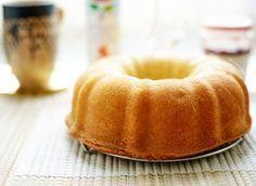 Hier is ze dan, een heerlijk en zeer luchtige vanillecake! Het is zo'n klassieke cake met de meest geliefde en populairste smaak die er maar bestaat, vanille! Het maken van deze vanillecake is een…