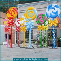 Best DIY Outdoor Christmas Decorations Ideas 2019 – Giant Lollipops – All About Christmas Candy Land Christmas, Christmas Yard, Christmas Themes, Xmas, Candy Themed Party, Candy Land Theme, Anniversaire Candy Land, Lollipop Decorations, Giant Lollipops