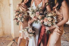 On the hunt for the perfect modern colour palette? We are totally obsessed with warm hues, earthy colours and neutral tones! The post Earthy And Neutral Tones Are Officially On-Trend! appeared first on Modern Wedding. Neutral Bridesmaid Dresses, Bridesmaid Flowers, Wedding Bridesmaids, Flower Bouquets, Neutral Wedding Flowers, Spring Wedding Flowers, Floral Wedding, Wedding Themes, Wedding Styles