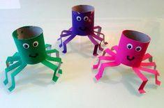 idées de bricolage d'Halloween : araignées colorées en rouleaux de papier toilette