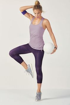 Raise the bar on your routine in a cinchable mesh-hem training tank and best-selling, moisture-control capris.