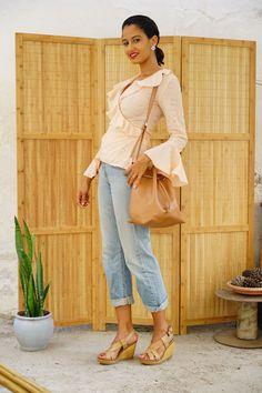 Ruffled peach blouse, boyfriend levi's jeans, bucket bag, wedges #justdalal