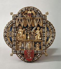 Morse (clasp for a liturgical cope) with the Annunciation, made in Europe in the 13th century.