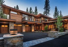 Mountain modern home in Martis Camp with indoor-outdoor living This mountain modern home was designed by Ryan Group Architects, located in the private community of Martis Camp, in Truckee, California. Modern House Plans, Modern House Design, Modern Wood House, Modern Mountain Home, House With Porch, Dream House Exterior, Indoor Outdoor Living, Outdoor Spaces, Exterior Design