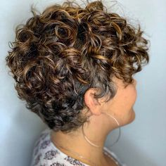 Pixie Cut Curly Hair, Short Curly Cuts, Edgy Short Haircuts, Short Permed Hair, Short Curly Hairstyles For Women, Permed Hairstyles, Curly Hair Styles, Super Short Pixie Cuts, Edgy Pixie Cuts