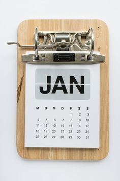 Kalender – Klemmbrett mal anders Mit dem Frühjahrsputz bin ich in diesem Jahr viel zu früh dran. Das gleicht die Verspätung des Kalenders wieder aus. Und überhaupt gäbe es das Eine nicht ohne das Andere! Arbeitsecke. Während sich stapelweise Ordner … weiterlesen