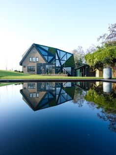 This contrasting and eye-catching residence is Villa Rotterdam. It's an unusual house located in Rotterdam, The Netherlands. The house was designed by Eva Villa Design, Villa Architecture, Green Architecture, Angular Architecture, Rotterdam Architecture, Contemporary Architecture, Conception Villa, Farmhouse Homes, Italian Farmhouse