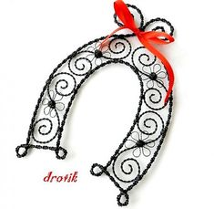 ►Podkovička◄ pre ♥ šťastie ♥ / drotik - SAShE.sk - Handmade Dekorácie Barbed Wire Art, Wire Trees, Wood Stone, Christmas Templates, Beads And Wire, Wire Work, Diy Projects To Try, Home Art, Wire Wrapping