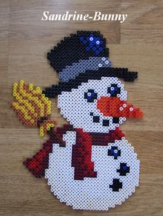 sandylandya@outlook.es  Snowman hama beads