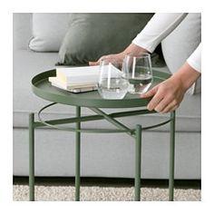 IKEA - GLADOM, Salontafel met dienblad, donkergroen, , Het afneembare blad is handig bij het serveren.Door de opstaande randen is het blad makkelijk te dragen en vermindert het risico dat glazen of schalen erafglijden.Het oppervlak is slijtvast en onderhoudsvriendelijk omdat het is gemaakt van met poederlak afgewerkt staal.Het tafeltje is makkelijk op te tillen en te verplaatsen, bv. van de bank naar de leesfauteuil.