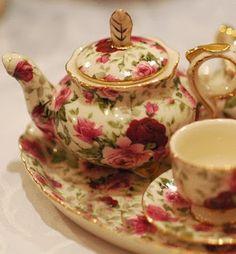 Tea set - gold plus all over floral pattern