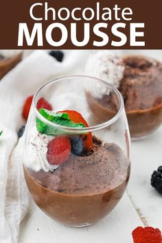 This chocolate mousse recipes is delicious, incredibly easy to make and is the perfect dessert to serve up to guests or loves ones. Fancy Desserts, Delicious Desserts, Dessert Recipes, Sweet Desserts, Pie Recipes, Dessert Ideas, Easy Recipes, Chocolate Mousse Recipe, Chocolate Recipes