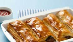 Reheated, home-made sausage rolls make the best on-the-go winter treat (not for slimmers though! African Meat Pie Recipe, Dutch Recipes, Pie Recipes, Yummy Recipes, Dinner Recipes, Minced Beef Recipes, Home Made Sausage, South African Recipes, Sausage Rolls