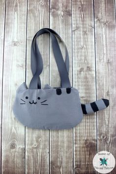 DIY Pusheen Purse! This nerdy craft is easy to make, even if you have little to no sewing experience to create this one of a kind nerdy purse!