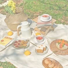 Korean Aesthetic, Aesthetic Themes, Aesthetic Food, Pink Aesthetic, Aesthetic Pictures, Picnic Date, Summer Picnic, Aesthetic Backgrounds, Aesthetic Wallpapers
