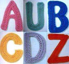 """De jolies lettres au crochet , de A à Z pouvant servir d'applications , pour une carte de voeux , un tableau ou une porte de chambre , trouvées sur la page facebook de """" Crochet Ideas """" , avec ses grilles gratuites ! Fans de crochet d'Art , je vous propose..."""