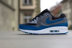 Nike WMNS Air Max Light – Black / Green Abyss – Cool Grey – Wolf Grey