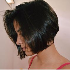 Short hairstyles are extremely popular for the season, lots of women including celebrities have chopped their long hair to adopt different styles of Cool Short Hairstyles, Thin Hair Haircuts, Pretty Hairstyles, Short Hair Cuts, Medium Hair Styles, Short Hair Styles, Cabello Hair, Hair Streaks, Grunge Hair