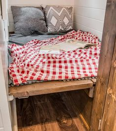 Magical use of space - Cedar Mountain by New Frontier Tiny Homes