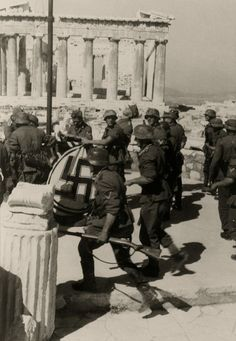 Wehrmacht troops raising the flag at the Acropolis, Athens, April German Soldiers Ww2, German Army, Berlin, Greek History, Total War, Panzer, Luftwaffe, Military History, World War Two