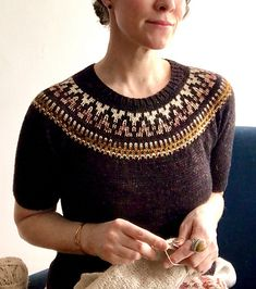 Ravelry: Espresso Tee pattern by This. Knitting Kits, Fair Isle Knitting, Knitting Designs, Knitting Yarn, Knitting Patterns, Knitting Sweaters, Vintage Bikini, Knit Vest, The Cardigans