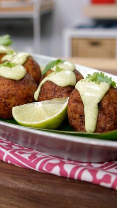 Sweet and savory find perfect harmony when you surround chorizo and cheese with a plantain-infused dough. Boricua Recipes, Mexican Food Recipes, Spanish Recipes, Spanish Food, Plantain Fritters, Mashed Plantains, Tapas, Plantain Recipes, Ripe Plantain