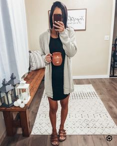 sandals outfit casual outfit ideas Source by fall outfits casual Spring Outfits Women Casual, Outfits Casual, Spring Fashion Casual, Komplette Outfits, Fall Fashion Outfits, Look Fashion, Simple Outfits, Cardigan Outfits, Casual T Shirt Dress