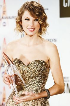 Taylor Swift ~ Sparkly Gold Dress! In Love with it!