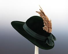 A gorgeous feather/wing adorned pine green 1940 Adrian hat. #vintage #fashion #1940s #hat