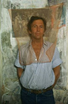 Robert Rauschenberg Photograph by Art Kane. Robert Rauschenberg was an American painter and graphic artist whose early works anticipated the pop art movement. Robert Rauschenberg, Artist Art, Artist At Work, Famous Artists, Great Artists, Pop Art Movement, Jasper Johns, Photo D Art, Arte Pop