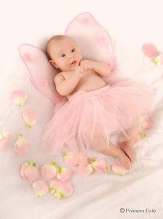 Fotos de bebés | Galerías | Estudio Primera Foto Monthly Baby Photos, Baby Girl Photos, Baby Pictures, Cute Photography, Newborn Baby Photography, Cute Little Baby, Cute Baby Girl, Book Bebe, Baby Christmas Photos