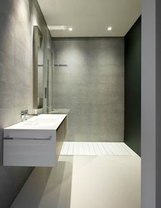 Sharp and elegant bathroom in The Glass Pavilion, an ultramodern house in California by Steve Hermann _