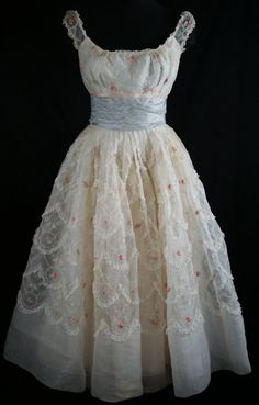 What a darling dress! The skirt scallops, ruched bodice, elasticized cap sleeves and fitted waistband make it absolutely darling. Vintage Prom, Vintage Gowns, Vintage Outfits, Vintage Clothing, Vintage Bridal, Pretty Outfits, Pretty Dresses, Beautiful Outfits, 1950s Fashion