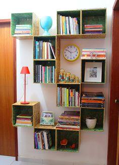 E que tal fazer seu próprio design, com nichos de madeiras você consegue montar um super caminho para seu livros do seu jeito.