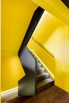 Canari House by _naturehumaine [architecture+design] Garage Attenant, Architecture Design, Painted Staircases, Yellow Interior, Stair Steps, Interior Stairs, Brick Building, Staircase Design, Bay Window