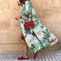 Enjoy every day luxury in printed Green Floral Kimono. French seam finish and stylish flare sleeve detail. An idea Fashion Mode, Look Fashion, Spring Fashion, Womens Fashion, Fashion Trends, Fashion Ideas, Fashion Usa, Feminine Fashion, Tokyo Fashion