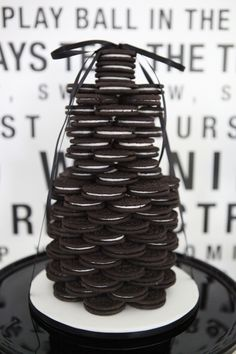 A BLACK AND WHITE 40TH BIRTHDAY DESSERT TABLE: THE OREO COOKIES STACK