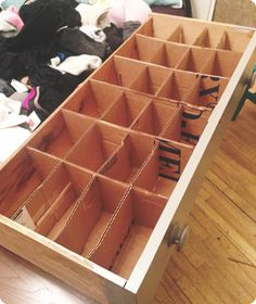 Underwear Drawer Organizer – DIY Learn how to make your own underwear drawer organizer for FREE with materials you have around the house! Step-by-step instructions with pictures. Diy Drawer Organizer, Dresser Organization, Drawer Dividers, Drawer Organisers, Organization Hacks, Organizing Drawers, Clothing Organization, Diy Drawers, Dresser Drawers