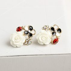 White flower #earring, with #resin, also have light yellow color, welcome you to check.