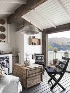 Un pequeño refugio de montaña, de estilo escandinavo y chic, en 12 metros cuadrados